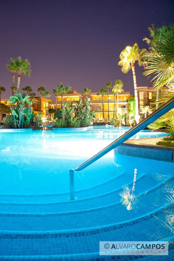 Piscina del hotel la barrosa c diz for Follando en la piscina del hotel